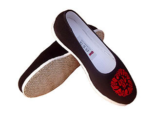 Chinese Handmade Embroidery Shoes with Blessing Icon